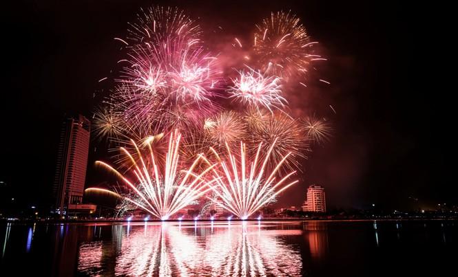 Cùng với các chương trình, hoạt động, lễ hội khác, lễ hội pháo hoa Đà Nẵng 2017 sẽ là lễ hội pháo hoa lớn nhất Châu Á.