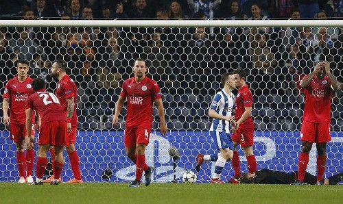 Leicester nhận trận thua đậm trên sân Porto. Ảnh: Reuters.