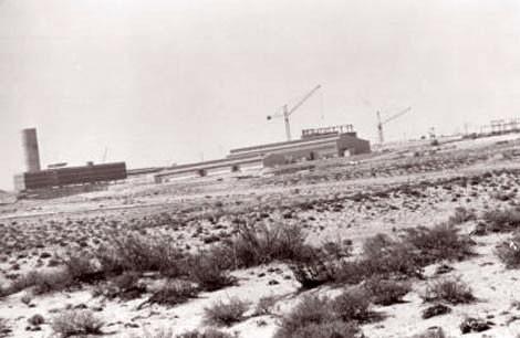Công trường xây dựng lò phản ứng hạt nhân tại sa mạc Negev.