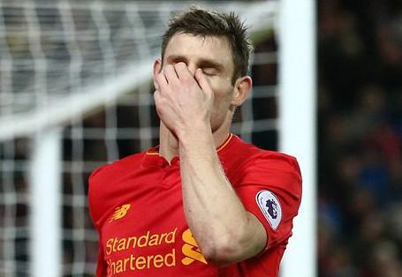 James Milner và đồng đội bỏ lỡ chiến thắng trên sân nhà. Ảnh: Reuters.
