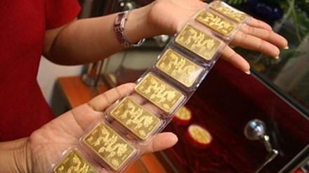 Giá vàng hôm nay 17/12: Vàng và USD cùng tăng