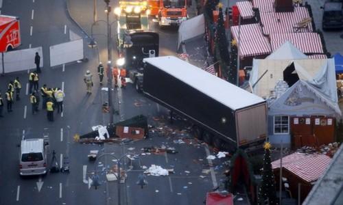 Hiện trường vụ lao xe tải ở thủ đô Berlin, Đức. Ảnh: Reuters.