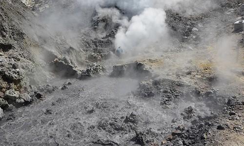 Siêu núi lửa Campi Flegrei có dấu hiệu thức tỉnh. Ảnh: AFP.