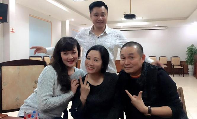 """Bức ảnh của nghệ sĩ Xuân Hình trong phòng tập Táo Quân khiến nhiều người bị """"mừng hụt"""". Ảnh: XH."""
