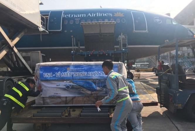 Vietnam Airlines vận chuyển hàng miễn phí hỗ trợ đồng bào miền Trung.