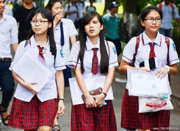 Áp lực đỗ đại học là gánh nặng với nhiều học sinh lớp 12. Ảnh: Phước Tuần.