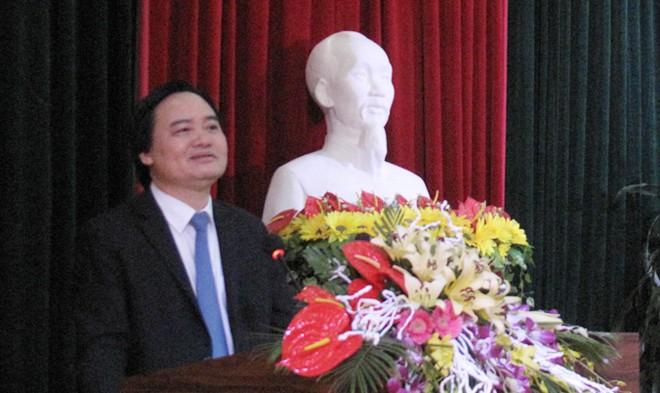 Bộ trưởng Bộ GD&ĐT Phùng Xuân Nhạ phát biểu tại hội nghị.