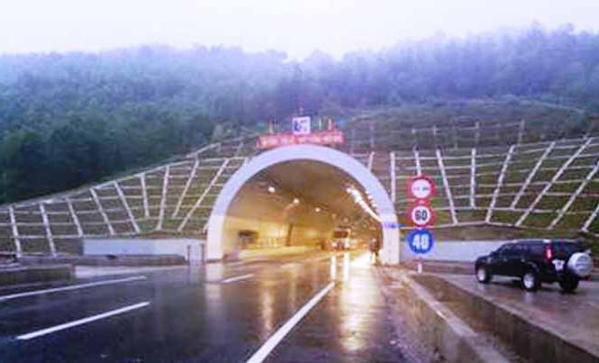 Hầm Phước Tượng (tỉnh TT-Huế), nơi vừa xảy ra vụ tai nạn giao thông nghiêm trọng làm hai người thương vong.