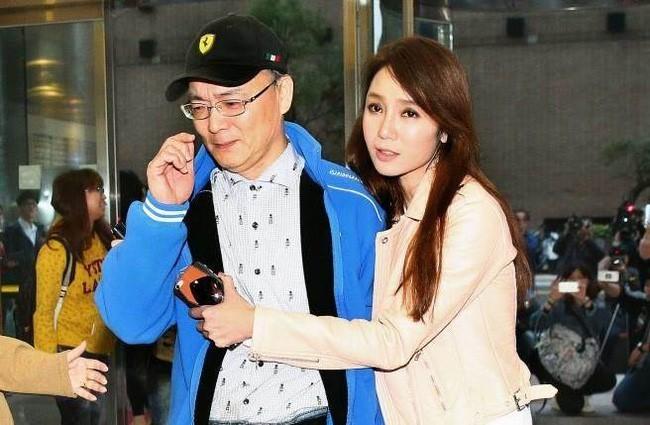 Sau tuyên bố của Helen Thanh Đào, chồng cô thừa nhận họ chưa bao giờ ngủ chung vì ông bị bệnh. Ảnh: Apple.