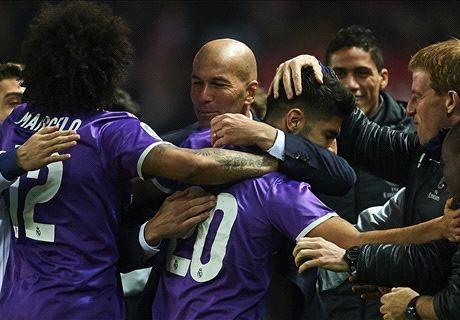 Thầy trò Zidane mừng kỷ lục bất bại mới của bóng đá Tây Ban Nha. Ảnh: Reuters.