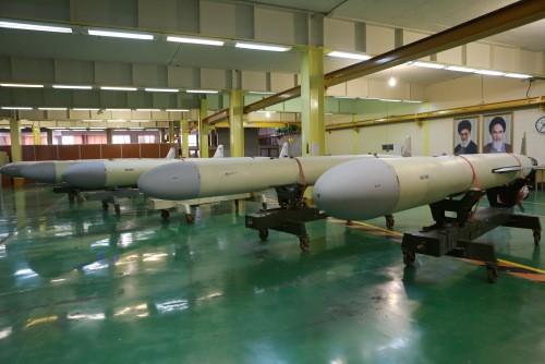Các tên lửa Sumar tại xưởng chế tạo. Ảnh: Bộ Quốc phòng Iran.