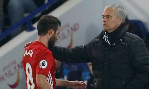 Mourinho bênh vực học trò bất chấp các chỉ trích. Ảnh: Reuters.