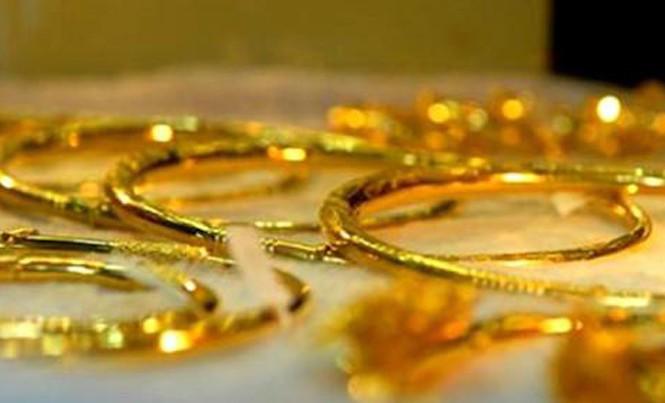 Giá vàng bất ngờ giảm, tỷ giá trung tâm tăng mạnh