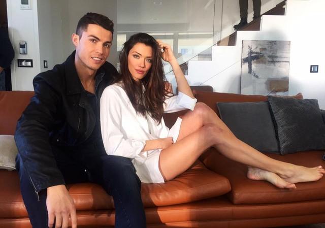 Siêu mẫu Anna Christina Schwartz tung ảnh tình tứ bên cạnh C.Ronaldo.