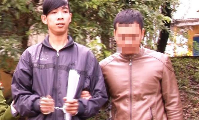 Phạm Văn Tuấn Phúc (bên trái)