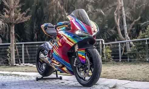 Bản độ cầu vồng 7 sắc trên Ducati Panigale 899. Ảnh: Lose Data.