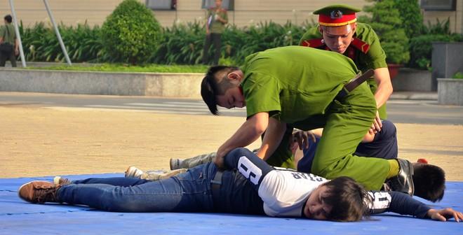 Lực lượng Đội Cảnh sát hình sự đặc nhiệm hướng Nam trong ngày thành lập. Ảnh Đình Du.