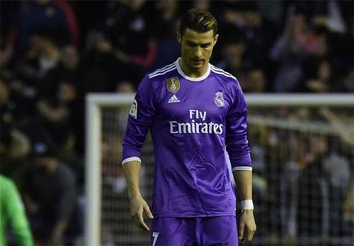 Bàn gỡ của Ronaldo không thể giúp Real thoát thua. Ảnh: Reuters