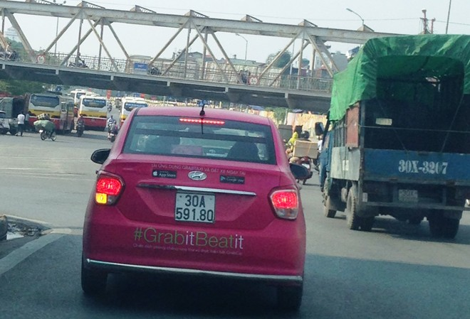 Một xe Grab trên đường phố Hà Nội. Ảnh: Sỹ Lực.