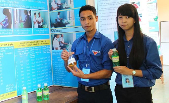 Sản phẩm sữa tắm sả chanh của Linh và Hạnh.