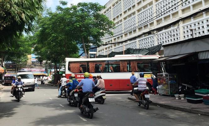 Xe Thành Bưởi hoạt động tại bến số 419 Lê Hồng Phong.