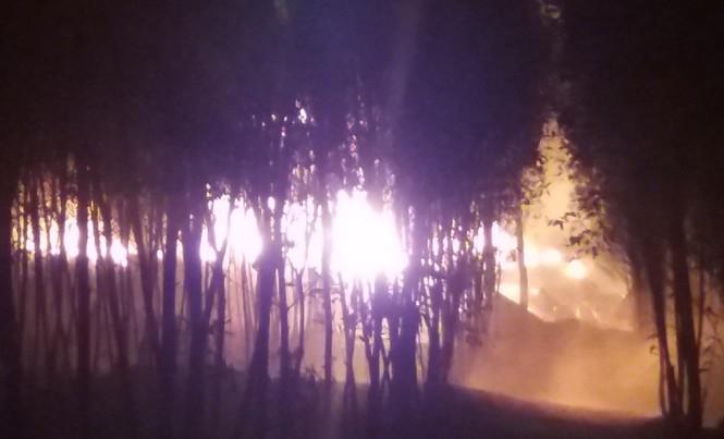 Đám cháy lớn tại cơ sở tái chế dầu.