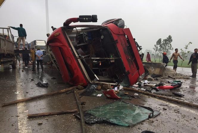 Hiện trường vụ tai nạn làm 2 người chết.