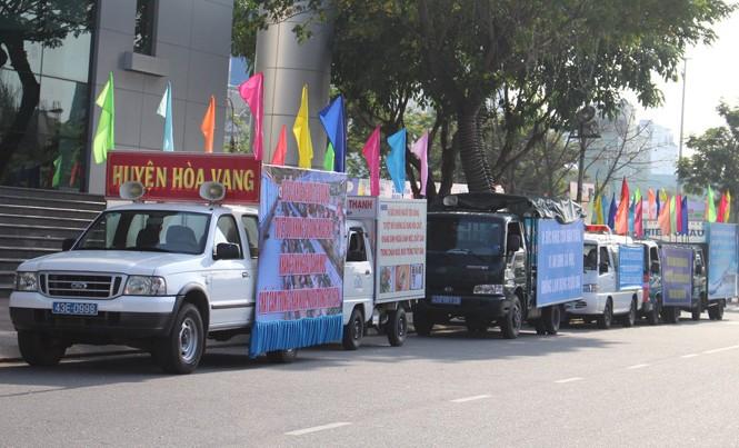 Các xe tuyên truyền về vệ sinh an toàn thực phẩm diễu hành qua các tuyến phố chính của TP Đà Nẵng.