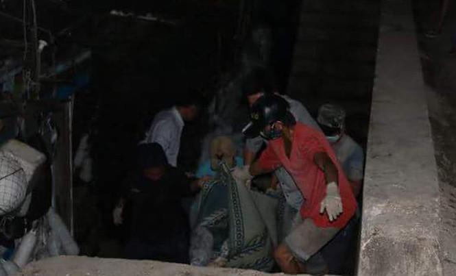 Thi thể nạn nhân đã được ngư dân đưa vào cảng cá Cửa Sót.