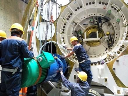 CLIP: Xuống lòng đất sâu xem robot khổng lồ khoan hầm Metro