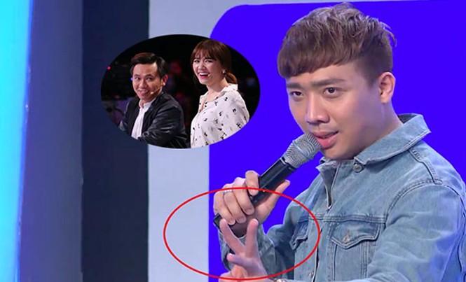 """Hành động giơ 3 ngón tay của Trấn Thành gây nhiều tranh cãi trong tập 6 """"Người bí ẩn""""."""