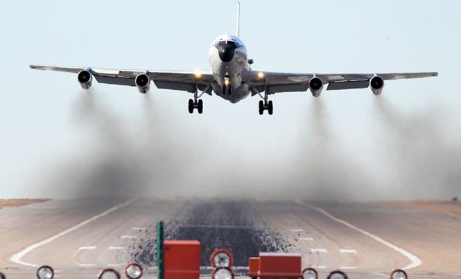 Máy bay WC-135 Constant Phoenix của Không quân Mỹ (Ảnh: Aviationist)