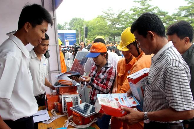 Trưng bày, giới thiệu các sản phẩm tiết kiệm điện trong công nghiệp và dân dụng.