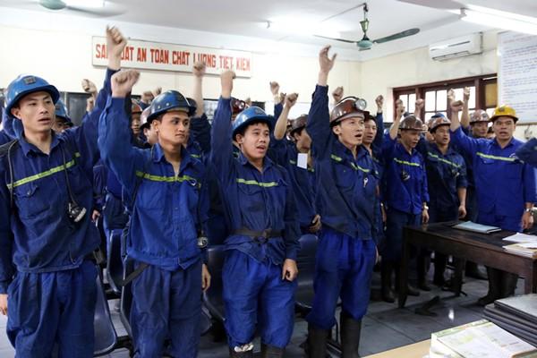 Đội ngũ công nhân quyết tâm hưởng ứng AT-VSLĐ.