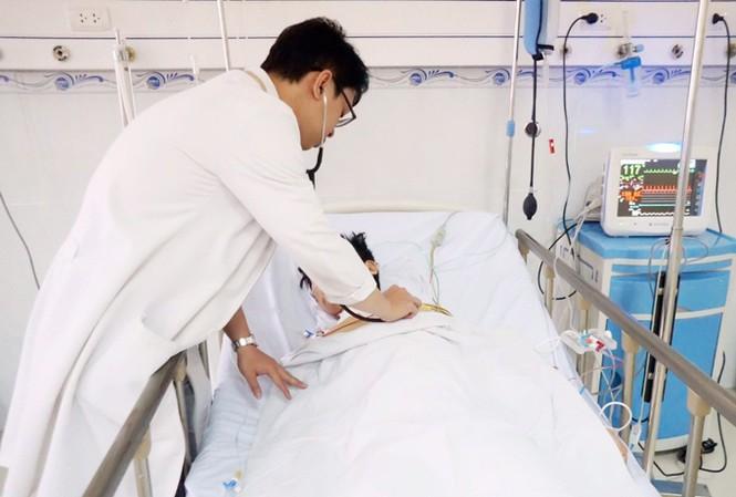 Theo các BS cho biết, chỉ cần nhập viện  chậm trễ chừng vài phút sẽ gây nguy hiểm đến tính mạng của bệnh nhân.