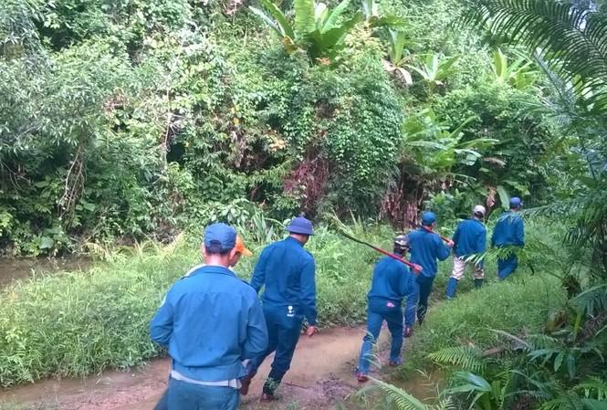 Lực lượng chức năng tại TT-Huế nỗ lực tìm kiếm nạn nhân mất tích giữa rừng sâu nhưng chưa có kết quả.