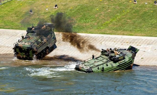 Xe thiết giáp tấn công đổ bộ của Thủy quân Lục chiến Mỹ (Ảnh minh họa: US Marine Corp)