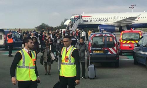 Sơ tán 130 hành khách trên máy bay tại Pháp - ảnh 1