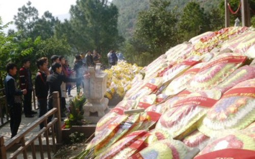 viếng mộ Đại tướng Võ Nguyên Giáp đầu năm