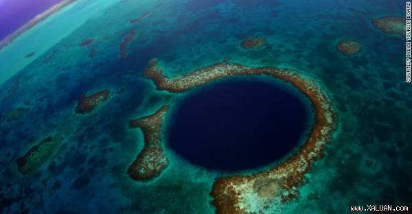 Hố xanh khổng lồ trên vùng biển ngoài khơi quốc gia Trung Mỹ Belize.