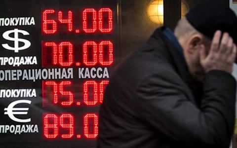 Đồng nội tệ Nga đã mất giá thảm hại (ảnh: AP)
