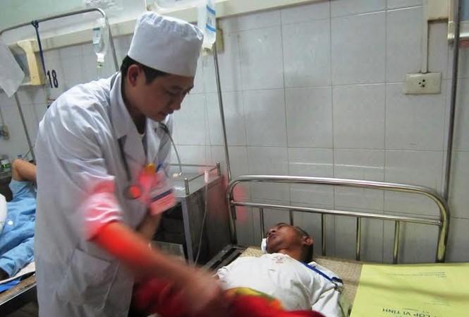 Các nạn nhân đang tiếp tục được điều trị. Ảnh: Phạm Nhài