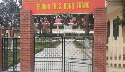 Ban giám hiệu Trường THCS Đồng Thắng cho học sinh nghỉ học để giáo viên đi lễ chùa. Ảnh:L.S.
