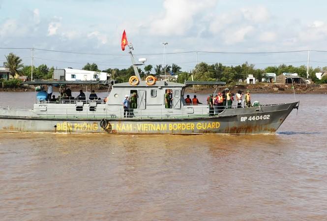 Tàu tuần tra Biên phòng tham gia tìm kiếm khu vực cửa biển Gành Hào