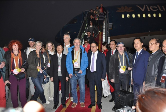 Hà Nội đón các vị khách quốc tế đầu tiên xông đất năm 2017