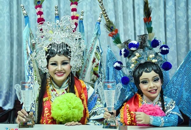 Lê Giang - Mai Chi cười suốt buổi giao lưu vì niềm vui quá lớn. Ảnh: Nguyễn Bá Ngọc.