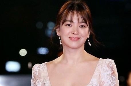 Song Hye Kyo lộng lẫy tỏa sáng trên thảm đỏ