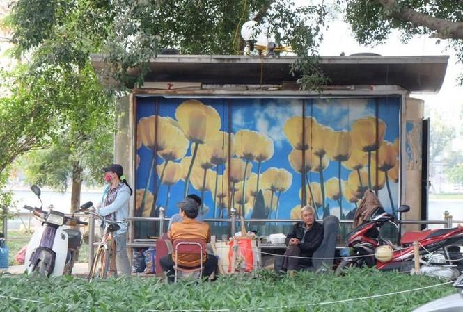 Vì sao việc 'phủ sóng' 1.000 nhà vệ sinh ở Hà Nội chậm như rùa?