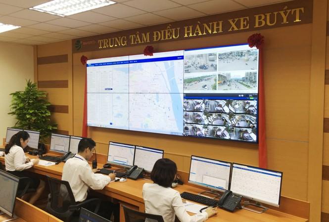 Toàn bộ hoạt động của hơn 1.100 xe buýt tại Tổng Cty Vận tải Hà Nội từ nay sẽ được theo dõi tại Trung tâm điều hành.