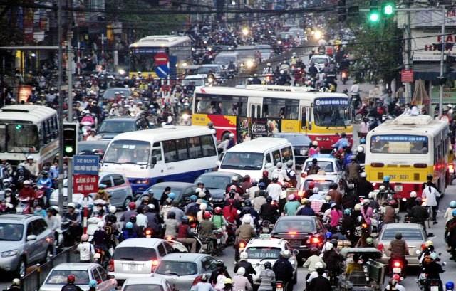 Lo ngại ùn tắc, đại biểu hỏi Hà Nội có xây thành phố mới?